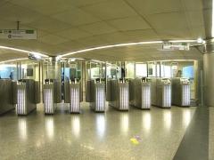 Métropolitain, station Saint-Lazare -  Métro de Paris, Salle d'échanges gare Saint Lazare, Paris, France