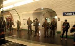 Métropolitain, station Saint-Lazare - English: Operation Sentinelle at