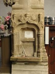 Eglise Notre-Dame - Français:   Crédence lavabo de l\'église Notre-Dame à Grâces (22).