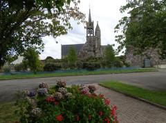 Eglise Notre-Dame - Brezhoneg: Gurunuhel. Iliz. Parking
