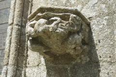 Eglise Notre-Dame-de-la-Cour et croix de calvaire - Deutsch: Kapelle Notre-Dame-de-la-Cour in Lantic im Département Côtes-d'Armor (Region Bretagne/Frankreich), Konsole