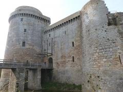 Château de la Hunaudaye - Français:   Accès avec pont-levis au château de la Hunaudaye (Plédéliac, Côtes-d\'Armor)