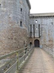 Château de la Hunaudaye - Français:   Pont d\'accès au château de la Hunaudaye (Plédéliac, Côtes-d\'Armor)