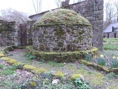 Abbaye de Boquen - Français:   Four à pain ancien à l\'abbaye de Boquen (Plénée-Jugon, Côtes-d\'Armor)