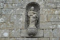 Chapelle de Perros-Hamon - Deutsch:   Kapelle von Perros-Hamon in Ploubazlanec im Département Côtes-d'Armor (Region Bretagne/Frankreich), äußeres Portal der Vorhalle, Madonna mit Kind