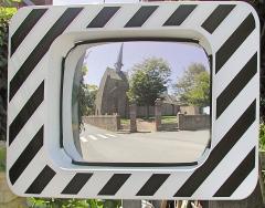 Chapelle Saint-Gonéry et cimetière - Français:   Clocher de la  Chapelle Saint-Gonéry (XVème & XVIème) vue dans un miroir de sécurité routière à Plougrescant. Côtes-d\'Armor