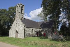 Chapelle Saint-Sébastien de Guernilis - Français:   Vue d\'ensemble de la chapelle Saint-Sébastien en Briec, Finistère, Bretagne, France.