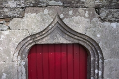 Chapelle Saint-Sébastien de Guernilis - Français:   Détail du linteau de la porte du transept sud de la chapelle Saint-Sébastien en Briec, Finistère, Bretagne, France.