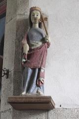 Eglise Saint-Edern - Deutsch: Katholische Kirche Saint-Edern in Lannédern im Département Finistère (Region Bretagne/Frankreich), Madonna mit Lilienzepter