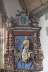 Eglise Saint-Edern - Deutsch: Katholische Kirche Saint-Edern in Lannédern im Département Finistère (Region Bretagne/Frankreich), Skulptur des heiligen Edern auf einem Hirsch reitend, aus dem 17. Jahrhundert