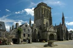 Place de l'Eglise - Français:   Locronan, Église Saint-Ronan