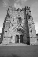 Ruines de la tour de Saint-Guénolé - English: Ruin of church St Guénolé in Penmarch, Brittany/France