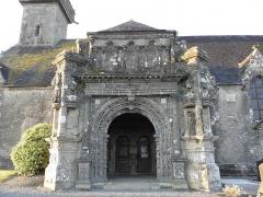 Eglise Saint-Pierre - Porche sud de l'église Saint-Pierre de Ploudiry (29).