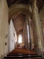 Eglise Saint-Jean-Baptiste - Collatéral nord de l'église de Saint-Jean-du-Doigt (29).