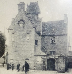 Maison prébendale - Français:   Saint-Pol-de-Léon: la maison prébendale transformée en \