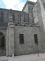 Ancienne cathédrale Saint-Samson - Français:   Vue extérieure de la salle capitulaire de la cathédrale Saint-Samson de Dol-de-Bretagne (35).