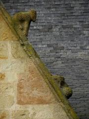 Eglise Saint-Melaine - Façade sud de l'église Saint-Melaine de Domalain (35). 3ème chapelle. Pignon. Rampant droit. Détail. Partie basse.