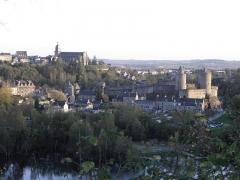 Château - Château et Haute Ville de Fougères vus des hauteurs de la carrière du Rocher Coupé.