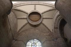 Cathédrale Saint-Pierre - Narthex de la cathédrale métropolitaine Saint-Pierre de Rennes (35). Voûtes sous la tour nord.
