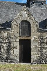 Ancienne église Saint-Lunaire - Deutsch:   Alte Katholische Pfarrkirche Saint-Lunaire in Saint-Lunaire im Département Ille-et-Vilaine (Region Bretagne/Frankreich), Portal