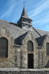 Ancienne église Saint-Lunaire - Deutsch:   Alte Katholische Pfarrkirche Saint-Lunaire in Saint-Lunaire im Département Ille-et-Vilaine (Region Bretagne/Frankreich), Portal und Glockenturm