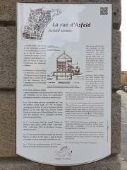 Hôtel Magon de la Lande dit hôtel d'Asfeld - Français:   Hôtel Magon de la Lande, St Malo. Panneau d\'information rue d\'Asfeld.