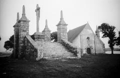 Chapelle Saint-Cado -  The chapel of Saint-Cado on the island of Saint-Cado in Belz community in Britanny. A calvary in front. Kapellet Saint-Cado på ön Saint-Cado i Belz kommun i Bretagne. I förgrunden ett kalvariium.  Location: Île de Saint-Cado, Belz, Morbihan, Bretagne (Brittany), France Photograph by: Berit Wallenberg  Date: 30.09.1937 Format: Film Persistent URL: kmb.raa.se/cocoon/bild/show-image.html?id=16001000159204  Read more about the photo database (in english): kmb.raa.se/cocoon/bild/about.html
