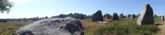 Quatre-vingt-deux menhirs alignés - English: Alignement de Kermario