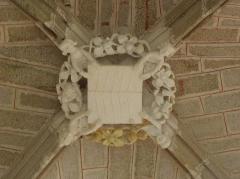 Chapelle Sainte-Barbe et maison du garde - Clef de voûte principale de la chapelle Sainte-Barbe du Faouët (56).