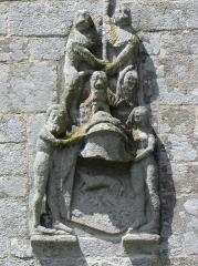 Chapelle Saint-Fiacre - Armes du Duc François II, tenues par deux sauvages. et surmontées des lions de la maison de mOntfort. Chevet de la chapelle saint-Fiacre du Faouët (56).