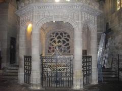 Eglise Notre-Dame-du-Roncier - Français:   Basilique Notre-Dame-du-Roncier de Josselin (Morbihan, France): fonts baptismaux