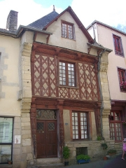Maison datée de 1538 - Français:   Maison des cariatides, 3 rue Georges-Le-Berd, à Josselin (Morbihan, France)