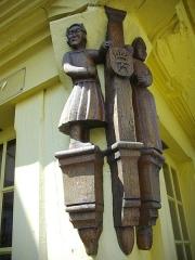 Vieilles maisons - Français:   Poteau cornier du 27 rue Olivier-de-Clisson, à Josselin (Morbihan, France)