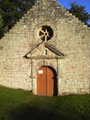 Chapelle et fontaine Sainte-Catherine - English: West gate of Ste Catherine Chapel (Lizio (56), France).