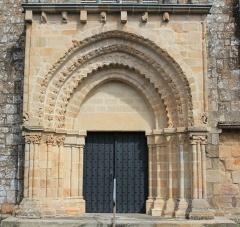 Eglise Notre-Dame-de-Joie - Église Notre-Dame-de-Joie de Merlevenez, France. Portail donnant sur le transept sud: vue générale.