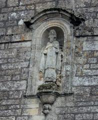 Eglise Saint-Cyr - Français:   Église Saint-Cyr (Moréac): statue de Saint-Cyr? en façade