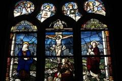 Chapelle Saint-Méen - Deutsch: Kapelle Saint-Méen in Ploemel im Département Morbihan (Region Bretagne/Frankreich), Bleiglasfenster von 1556, Darstellung: Kreuzigung Christi (Ausschnitt)