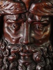 Hôtel Fontfreyde (musée du Ranquet) - Français:   Sculpture sur manteau de cheminée à l\'hôtel de Fontfreyde