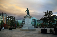 Statue de Desaix avec son socle - Français:   La place de Jaude et la statue du général Desaix