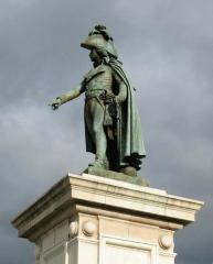 Statue de Desaix avec son socle - Français:   Statue du général Desaix, sur la place de Jaude depuis 1848.