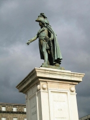 Statue de Desaix avec son socle - Français:   Statue du Général Desaix place de Jaude à Clermont-Ferrand.