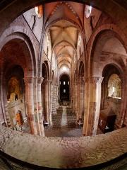 Basilique Saint-Julien - Français:   Nef de la basilique Saint-Julien de Brioude vue de la tribune du narthex.