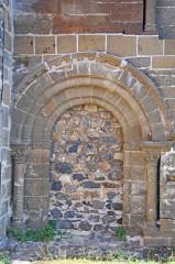 Eglise Saint-Saturnin - Deutsch: Chanteuges, Kirche, Nordportal, vermauert