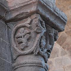 Eglise Saint-Saturnin - Deutsch: Chanteuges, Kirche,Kapitell, Rankenwerk