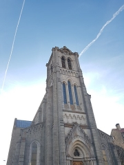 Eglise Saint-Clément - Français:   Vue en contre-plongée de l\'église de Pradelles, en avril 2018.