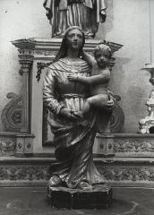 Eglise Sainte-Croix - Deutsch: Skulptur Madonna und Kind in der Kirche Sainte-Croix in Gannat