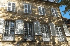 Hôtel de Ballore - Deutsch: Hôtel de Ballore, Cours Anatole France Nr. 16, in Moulins im Département Allier (Auvergne-Rhône-Alpes/Frankreich)