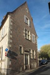 Maison - Deutsch: Rue de l'Éperon/Ecke Rue Félix Mathé Nr. 12 in Moulins im Département Allier (Auvergne-Rhône-Alpes/Frankreich)