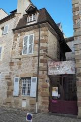 Maison - Deutsch: Musée de la Visitation, Place de l'Ancien Palais Nr. 4, in Moulins im Département Allier (Auvergne-Rhône-Alpes/Frankreich)