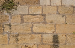 Vieux Pont - English: Wall texture of the Vieux Pont in Belcastel, Aveyron, France